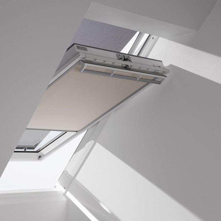 velux dachfl chenfenster flachdach fenster tageslicht spots rolll den und sonnenschutz. Black Bedroom Furniture Sets. Home Design Ideas
