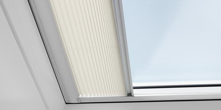 velux flachdachfenster lichtkuppel mit elektroantrieb. Black Bedroom Furniture Sets. Home Design Ideas